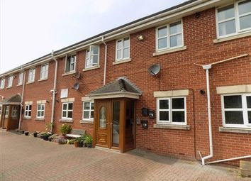 2 bed flat to rent in Rathmore Gardens, Blackpool FY2
