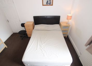 Thumbnail Room to rent in Wantage Road - Room 2, Reading