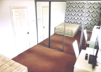 Thumbnail Room to rent in Barnfield Place, London