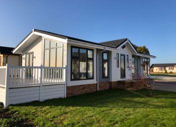 2 bed mobile/park home for sale in Kingsmans Farm Road, Hullbridge, Hockley SS5
