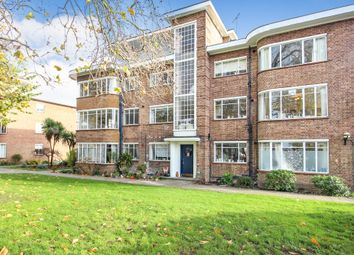 Bridge Road, East Molesey KT8. 3 bed flat for sale