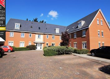 2 bed flat to rent in Priory Chase, Rayleigh SS6