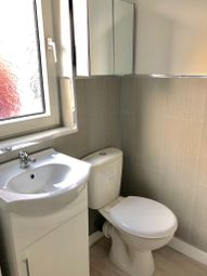 Thumbnail 5 bed shared accommodation to rent in Earlsmere Avenue, Doncaster, Doncaster