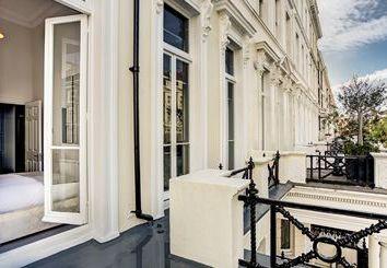 Thumbnail 2 bed flat to rent in Somerset Court, Kensington, London
