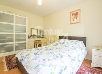Tithe Barn Close, Kingston Upon Thames, Surrey KT2. 2 bed flat