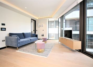 Thumbnail 1 bed flat to rent in Hanover House, Crown Square, Tower Bridge