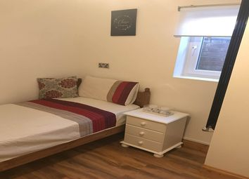 Thumbnail Room to rent in Paddington Close, Hayes, Middlesex