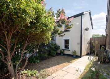 2 bed property for sale in Avenue Road, London N14