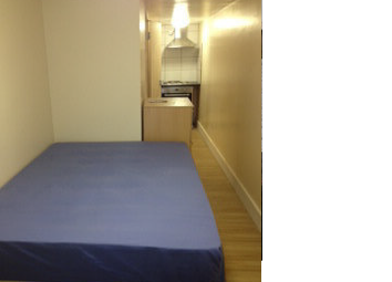 Thumbnail Studio to rent in Clapham Road, Stockwell