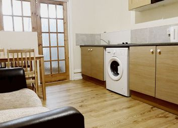Thumbnail Studio to rent in Riverway, Palmers Green, London