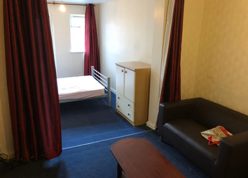 Thumbnail Room to rent in Meadowbank Gardens, Hounslow