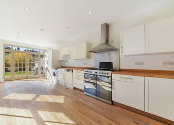 4 bed terraced house to rent in Beauval Road, London SE22