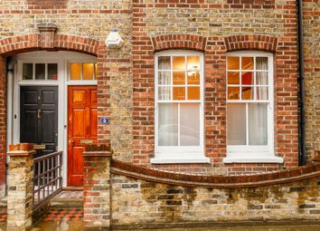 2 bed maisonette to rent in Gambetta Street, London SW8