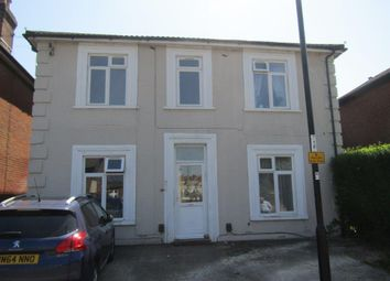 2 bed flat to rent in Waterloo Road, Southampton SO15