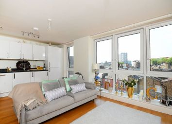 Thumbnail 1 bed flat to rent in Goswell Road, Angel