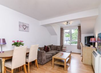 2 bed flat to rent in Gordon Road, Camberley GU15