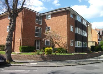 Thumbnail 1 bed flat to rent in Kings Avenue, Ealing