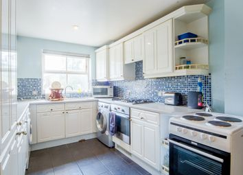 Room to rent in Leigh Hunt Drive, London N14