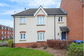 Thumbnail 2 bedroom maisonette for sale in Charlotte Court, Calne, Wiltshire
