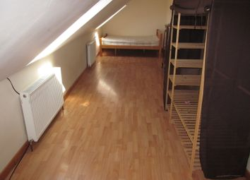 Thumbnail 4 bed flat to rent in Northumberland Avenune, Reading