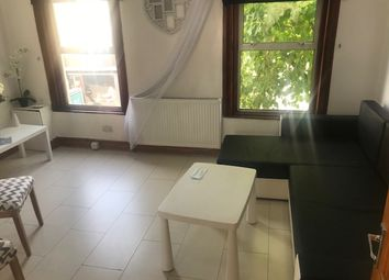 Thumbnail 2 bed flat to rent in Hoe Street, London