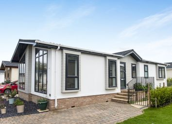 Thumbnail 2 bed mobile/park home for sale in Lechlade Court, St Johns Priory, Lechlade