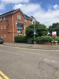 2 bed flat to rent in Willow Road, Aylesbury HP19