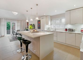 Cellini Walk, Kings Hill, West Malling ME19. 6 bed detached house