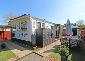 Thumbnail 3 bed mobile/park home for sale in Crossville Crescent, Didcot, Oxon