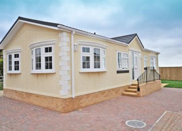 Thumbnail 2 bed mobile/park home for sale in Manor Park Homes, New Road, Hellingly, Hailsham