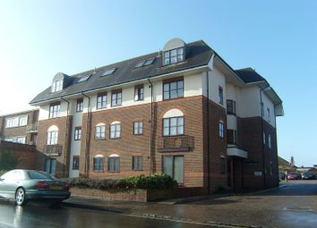 2 bed flat to rent in Victoria Court, South Street BN15