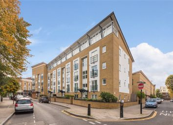 Thumbnail 1 bed flat for sale in Clephane Road, Islington, London