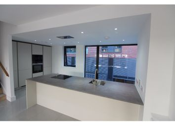 Thumbnail 4 bed town house to rent in Residenza, Loom Street, Manchester