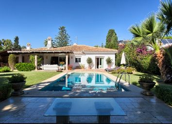 Thumbnail 3 bed villa for sale in Spain, Málaga, Estepona, El Paraiso