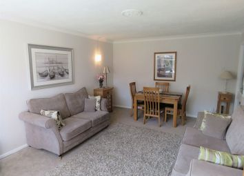 Thumbnail 2 bed flat to rent in Aldebury Road, Maidenhead