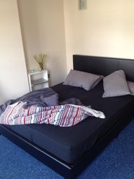 Thumbnail 3 bed flat to rent in Langthorne Road, London