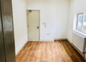 Thumbnail Studio to rent in Whitehorse Road, Thornton Heath