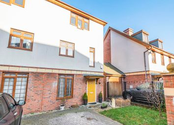 4 bed property to rent in Blagrove Crescent, Ruislip HA4