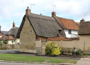 Thumbnail 2 bedroom cottage to rent in Aylesbury Road, Cuddington, Aylesbury