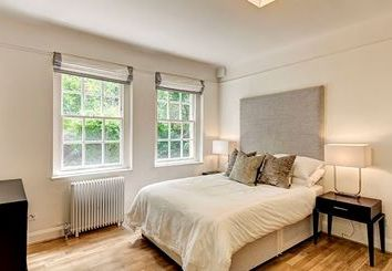 Thumbnail 4 bed flat to rent in Howard Rd, London Criklewood