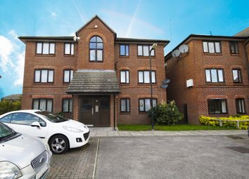 2 bed flat to rent in Bittern Close, Hayes UB4