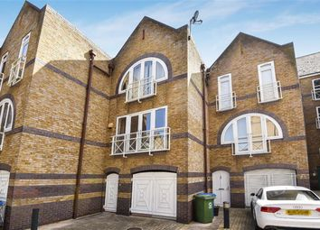 3 bed property to rent in Eleanor Close, London SE16