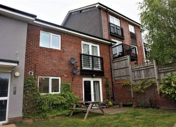 Thumbnail 2 bed flat for sale in Gilroy Road, Hemel Hempstead