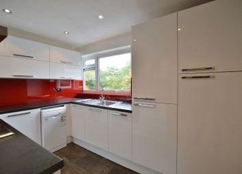 2 bed flat to rent in Wellington Road, Pinner HA5