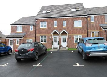 Thumbnail 3 bed town house for sale in Ell Crescent, Cambuslang