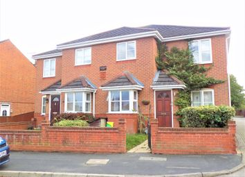 2 bed maisonette to rent in Brighton Road, Aldershot, Hampshire GU12