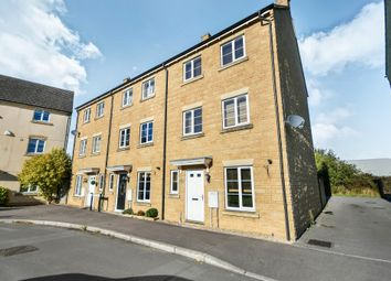 Thumbnail 3 bedroom town house for sale in Linnet Road, Calne