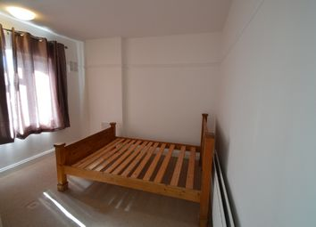 Thumbnail 3 bedroom flat to rent in Queensbury Circle Parade, Stanmore