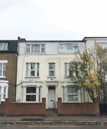 Thumbnail 1 bedroom flat for sale in Apsley House, Hanworth Road, Hounslow, Middlesex