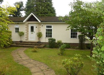 Thumbnail 2 bed mobile/park home for sale in Fangrove Park, Lyne, Chertsey